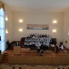 Служение хора в церкви «Воскресения»