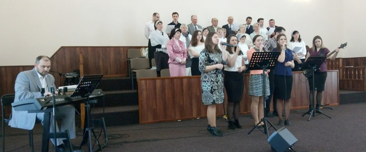 Церкви Шостки вместе прославляли Воскресшего Христа
